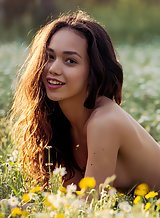Babe exposes her natural beauty in a field of wildflowers
