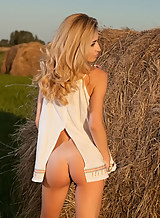 Flat-chested blonde spreads her big pussy lips in a field
